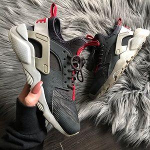 Pre Loved ❤️ Nike HUARACHE ULTRA fits size 7
